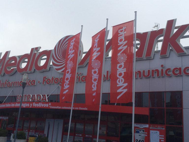 Instalación de banderas publicitarias en Madrid